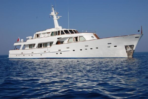 Expedition Yacht - Patra