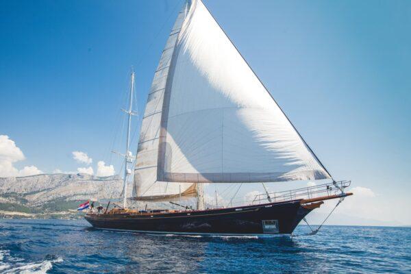 Heli Yachts LAURAN